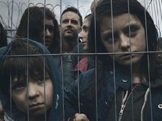 2分で難民問題の意識が変わる! シリア難民少女の悲惨すぎる現実が胸に突き刺さる映像