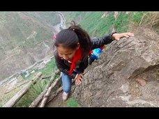 崖の上の中国版マチュピチュ? 断崖絶壁の道を歩き、縄ばしごを登り降りする「エクストリーム村」