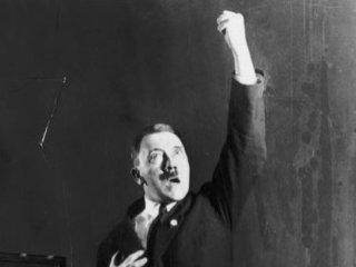 """ヒトラーが絶対に誰にも見られたくなかった写真が発見される! """"性器二重苦""""問題も明らかに"""