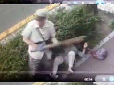 女性の後頭部めがけて杭をフルスイング! 韓国人が震え上がる「理由なき無差別暴行」