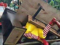 """またまたドナルド像が強制連行! 中国・""""マクドナルド狙い撃ち""""の背景に、熾烈なファストフード戦争か!?"""
