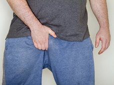 """ペニス・パニック! 「陰茎が体内に吸い込まれる」伝染病""""コロ""""が恐ろしすぎる"""