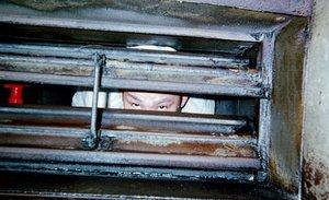 """ビルのダクトに10年潜り続けた男 ― 写真家・木原悠介が見た、ダクトの中の""""不可思議""""な図形"""
