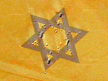 アラビア半島の砂漠に「ダビデの星」地上絵が出現!預言者「モーセ」の巨大な顔も=サウジアラビア