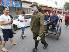 """嫌われ者の日本兵が、いったいなぜ? 中国農民が自作した""""日本鬼子ロボ""""が人気者に!"""