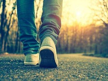 今年の夏は「ナンバ歩き」が大ブームの予感! 霊感高まり、健康増進効果も抜群!