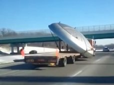 """高速道路で""""円盤型""""UFOが猛スピードで運ばれていた! 専門家「この速さは、当局が絡んでいる」=アルゼンチン"""