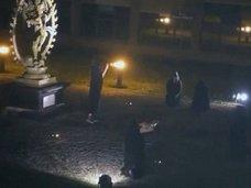 【衝撃】CERN(欧州原子核研究機構)で行われた「悪魔の儀式」映像が流出! 黒マントの男たちが女を生贄にして刺殺!?