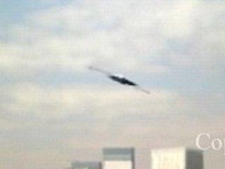 【リアル衝撃映像】マジ!? 東京の空に超高速UFO出現!突然現れ、突然消える!!