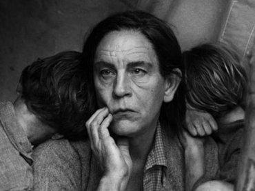 ジョン・マルコビッチ版「歴史的写真集」の完成度が高すぎて悶絶! ゲバラから移民の母まで…!