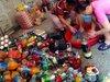 商魂たくましすぎ! 大洪水に見舞われた中国で、糞尿まみれの「汚水漬け食品」が出荷中