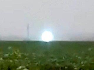 【衝撃動画】ロシアに光輝く「プラズマオーブ」出現! UFOか、火の玉か、ガチすぎて住民半狂乱!