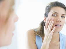 たった10秒で肌年齢を判定する超・簡単な方法とは? アメリカの人気美肌博士イチオシの究極美容法も紹介!