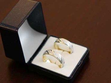 警察に届けられた結婚式のアルバムを本人たちが受け取り拒否!