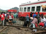 【閲覧注意】カメルーン脱線事故の遺体映像、車両の下敷きに ― 死者79人・負傷者550人