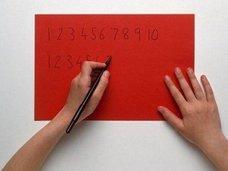 両手で文字が書けるように子どもをトレーニングすると頭が良くなるのは本当か?