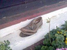 スカイダイビング中に脱げた靴を空中で履き直す神業がネットで話題!