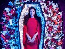 イギリスで死に装束のファッションラインが登場