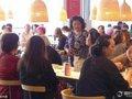 悲報! 暇を持て余した老人たちが、上海イケアを占拠「150円のパン1個で、一日中……」