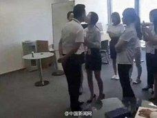 """金こそ正義!? 「毎朝、社長とキス」「1日3回のハグタイム」を定める、中国の""""セクハラ社則"""""""