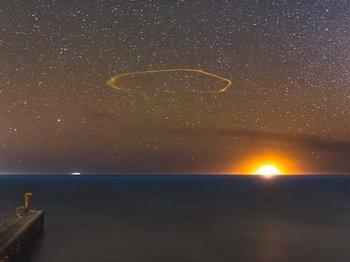 【動画】カリフォルニア上空に「異次元ポータル」が出現!→「パイプ型UFO」飛来! 遂にUFOの入り口発見か?