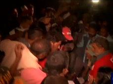 【閲覧注意】袋の中の動かない人たち ― 死者52人、負傷者100人パキスタン宗教施設爆発テロ