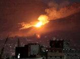 """【閲覧注意】瓦礫にまみれた""""灰色の死体""""が浮かべる無念の表情…! 60人が死んだ空爆直後の光景=イエメン"""