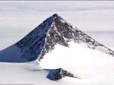 """南極にある""""ピラミッド""""がグーグルアースで発見される! 宇宙人基地か、米政府がひた隠す超古代文明の証拠か!?"""