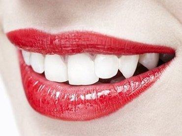 犬歯は異性を惹きつけてセックスするための小道具だった! 歯並びと性的魅力の奥深い関係(最新研究)