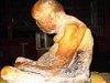 即身仏(ミイラ仏)が服を脱いで寺を徘徊する瞬間映像! 高徳の僧が世界平和を訴えるために復活した!?=ロシア