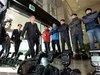 「まったく理解不能!」密室で行われた日韓軍事情報包括保護協定締結に、記者団がカメラを捨てて猛抗議!
