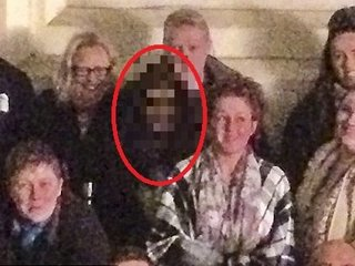 【心霊写真】孤児院の廃墟に女幽霊が出現! 長い黒髪とニヤリとした笑みが鳥肌必至の恐さ=イギリス