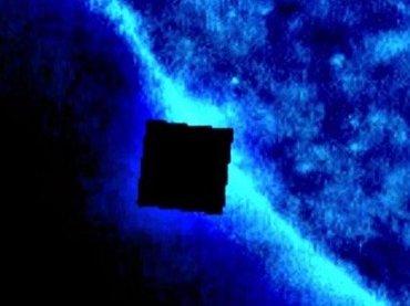 """【衝撃動画】太陽付近に超巨大""""キューブ型""""UFO出現、SFが現実に! 地球攻撃を目論む「ボーグ・キューブ」か!?"""