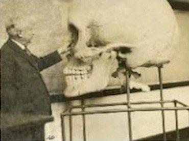 やはり伝説の巨人「ネフィリム」は実在した!? 歯は2列、6本指… 世界各地で見つかる巨人の痕跡が謎すぎる!
