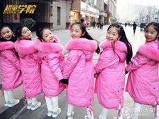 """平均年齢9歳の""""超ロリ""""アイドルグループが爆誕! 一躍人気者に"""