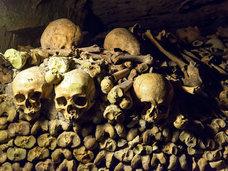 全長約2キロ!パリの地下20メートルに作られた世界最大規模の巨大墓地「カタコンブ・ド・パリ」