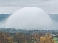 """【衝撃画像】英国で超巨大な""""霧のドーム""""出現! 専門家が警告「雲にカモフラージュしたUFOが偵察している」"""