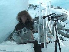 世界でただ1人「氷の音楽家」テリエ・イースングセットの儚く幻想的な音楽がヤバすぎる! ドラム、トランペット、ホルンまで…!