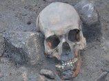 14世紀に実在した「吸血鬼」の遺体が発見される!  膝が破壊され、背骨に杭…考古学者も困惑!=ポーランド