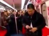 """【閲覧注意】呻き声を上げ、バタバタ倒れて…! 男女8人地下鉄集団""""農薬吸引""""自殺を図る瞬間!=中国"""