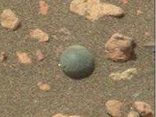 """【衝撃画像】火星で完全すぎる球体が発見される! 火星人の子どもが遊んでいた""""ビー玉""""か、""""ブルーベリー""""か!?"""