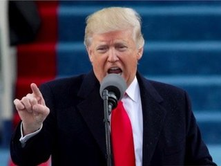 トランプ大統領の飛行機を先導する2機のUFOがニュース番組に映り込む! 選挙支援をしていたのは宇宙人!?