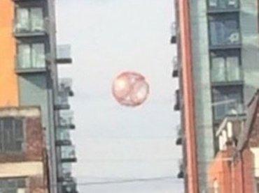 """【衝撃画像】""""半透明""""オーブ型UFOと接近遭遇! 専門家が明かす「低空カモフラージュ」の効果&特徴とは!?"""