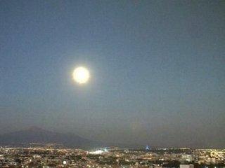 月ソックリのUFOがカメラ目がけて迫りくる瞬間映像! メキシコ火山から時速3400kmで急接近、これはガチ