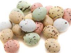 ドイツで大量のチョコエッグが打ち上げられる