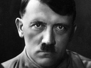 ヒトラーはUボートに乗ってアルゼンチンに逃亡していた! 元CIAも聞いた目撃証言「ギリシャの秘密のトンネルで…」