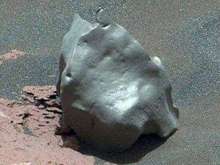 火星で「金属製たまご」がまたしても発見される! さすがのNASAも判断保留