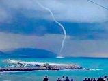 巨大卵型UFOが「海を吸い上げる」瞬間が激写される! 鳥や竜巻ではない3つの理由とは?