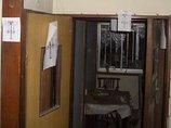 """「死体遺棄の現場」「女の幽霊がいる」京都の廃モーテルを徹底取材! 大量の""""御札""""が貼られた内部に震えが止まらない"""