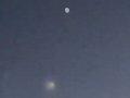 【これぞガチUFO、住民大興奮】「煙の塊を吐く謎すぎる発光体」がクウェート上空に出現! 複数撮影される!